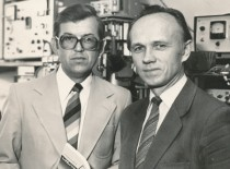 Respublikinės premijos laureatai 1976 m. (iš kairės į dešinę): Rymantas Jonas Kažys ir Vladislavas Domarkas