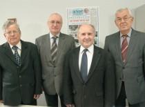 Lietuvos MA prof. K.Baršausko vardo premija elektronikos srityje 1995 m. suteikta: Algirdui Voleišiui, Reimondui Šliteriui, Liudui Mažeikai, Rymantui Jonui Kažiui, ir Kazimierui Kundrotui (nuotraukoje nėra)